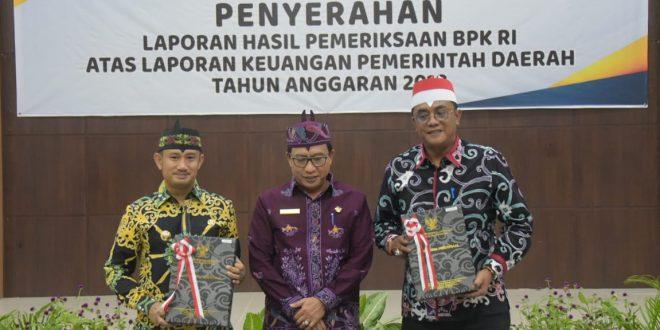 Penyerahan LHP BPK RI Perwakilan Provinsi Kalimantan Tengah Kepada Pemerintah Kota Palangka Raya